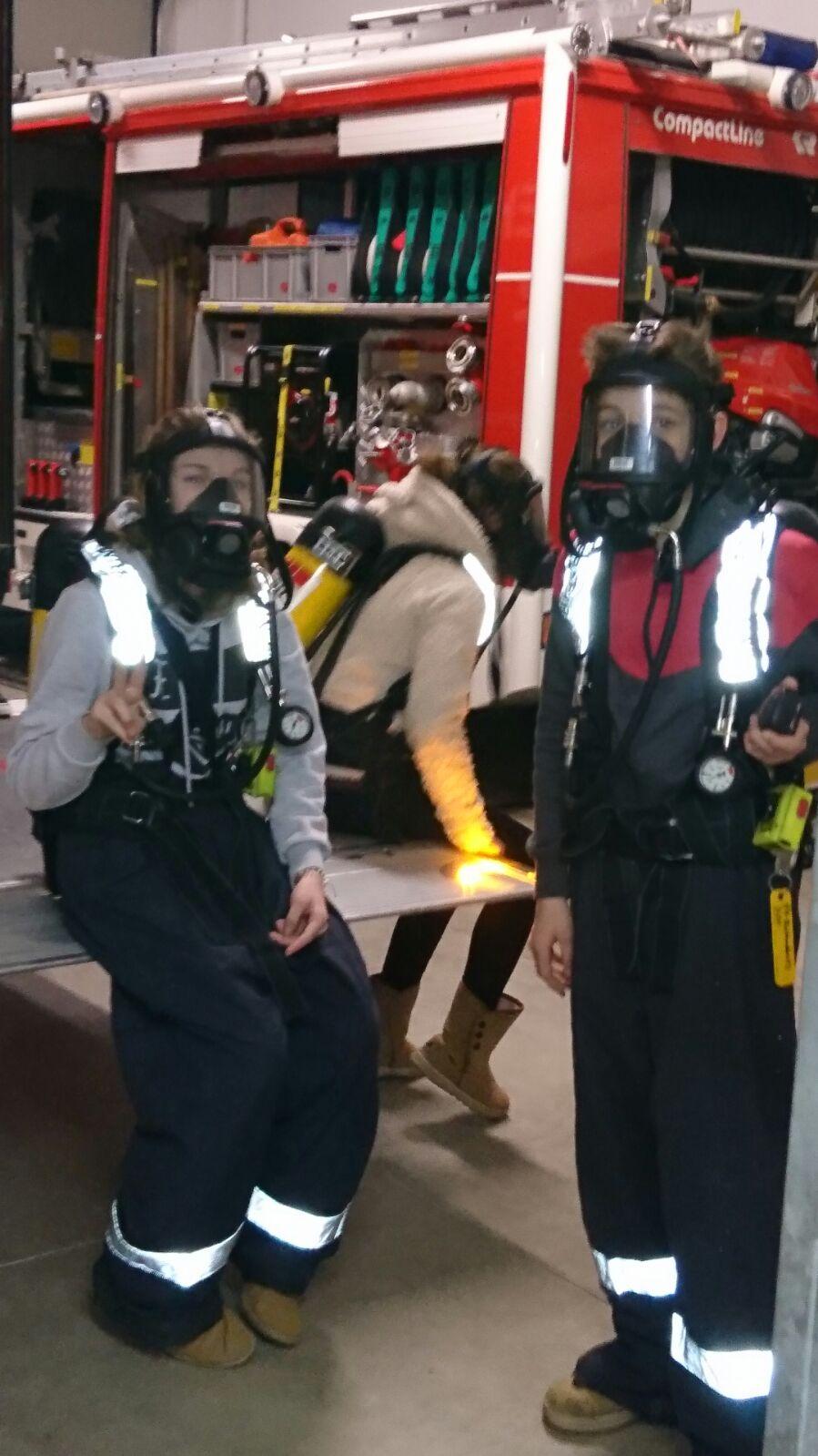 Jugendübung Feuerlöscher und Atemschutz